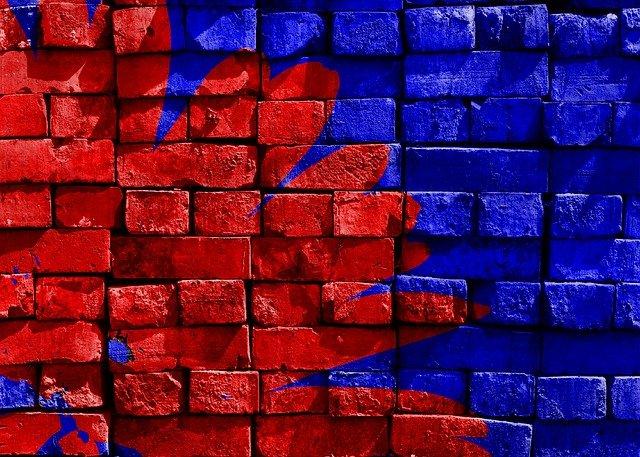 modrá a červená stěna