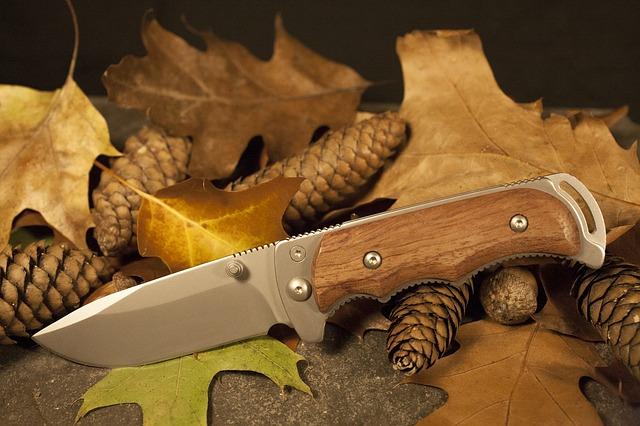 nůž a listy