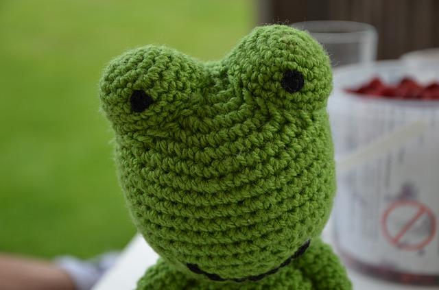 háčkovaná žába