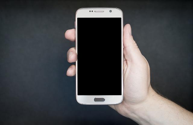 bílý mobil