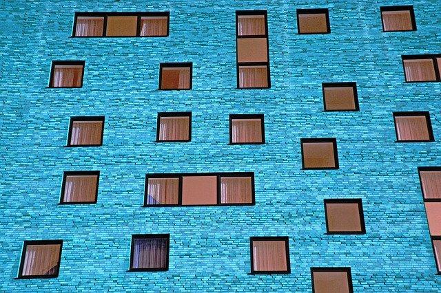 modrá budova.jpg