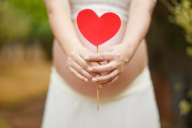 těhotná se srdcem.jpg