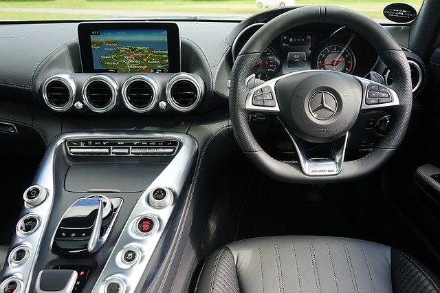automobil a navigace