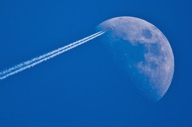 letadlo u měsíce